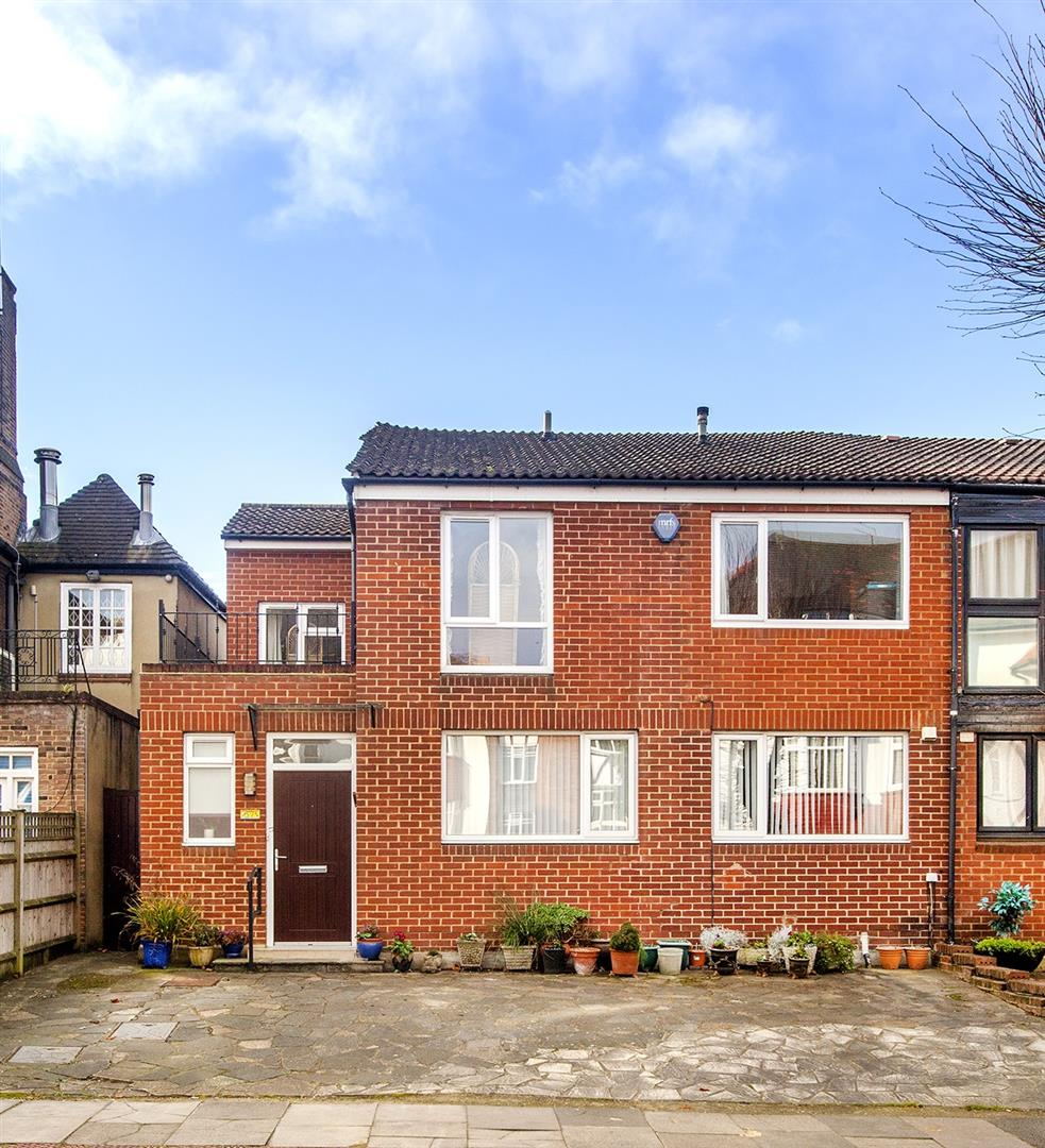 5 Bedrooms Semi Detached House for sale in Woodstock Road, NW11 8QD
